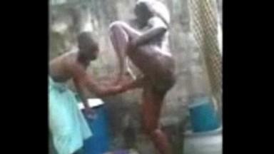 Une fete de partouz organisee au Nigeria